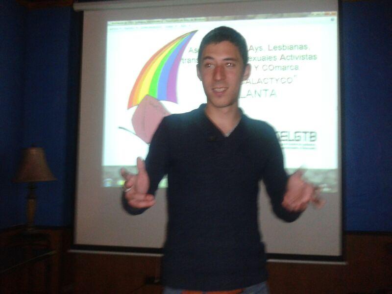 Alejandro presentando la película